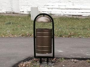 Урна для мусора рядом с Донским монастырём