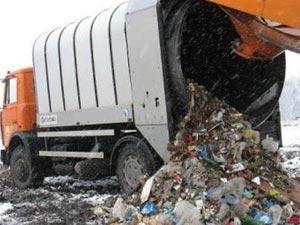 мусоровоз на свалке тбо