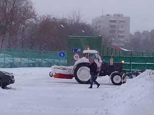 Зимняя уборка трактором